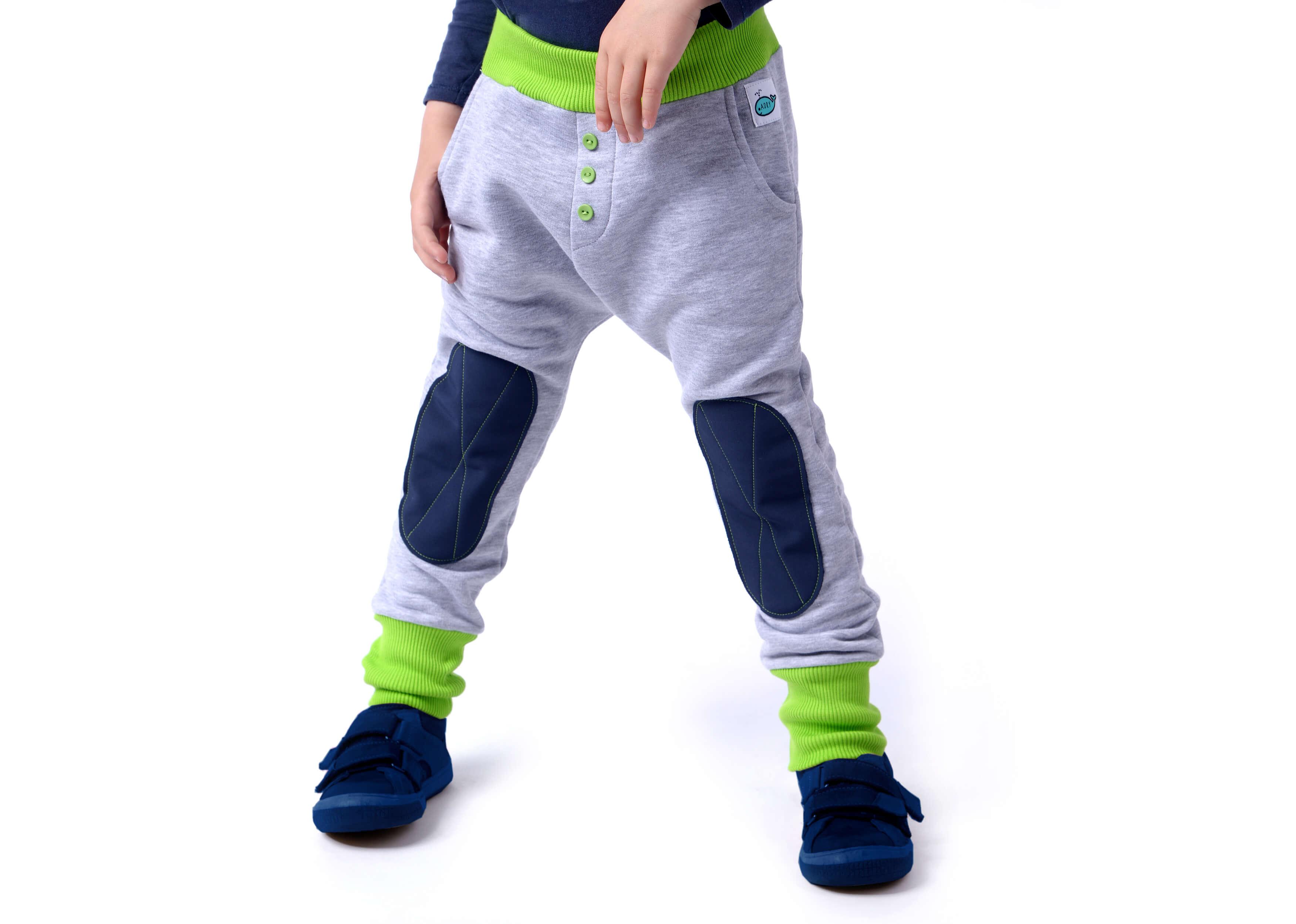 Chlapecké tepláky se záplatou - Oblečení Adry 0ef533e860