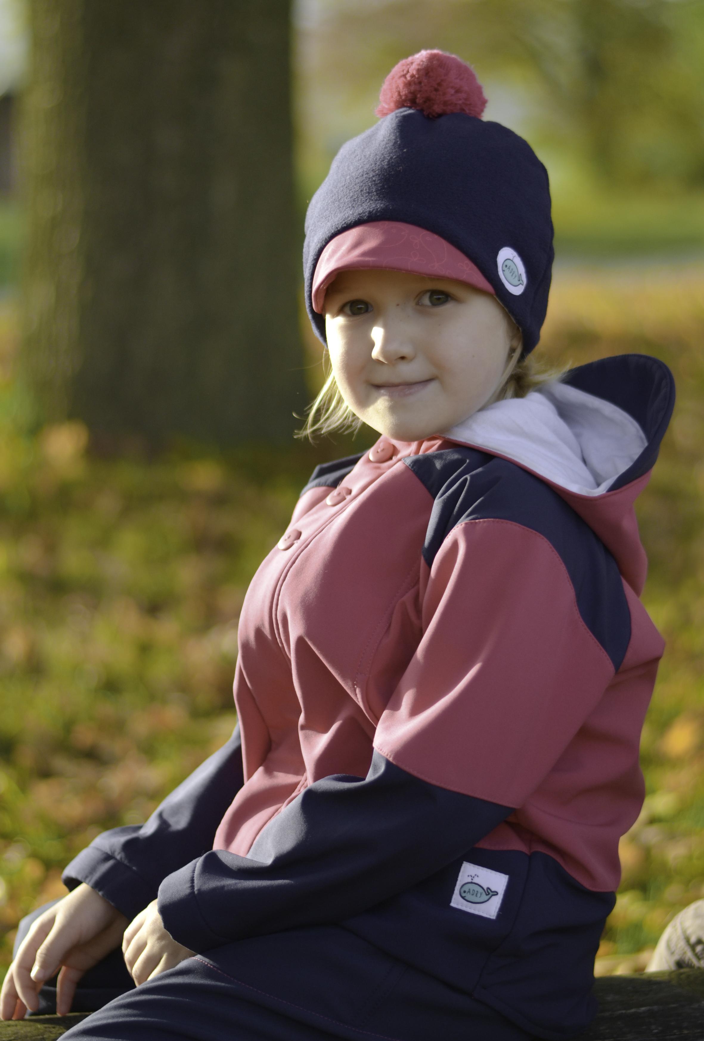 7f9d92945a2 Dětská čepice s kšiltem (tmavěmodrá - cyklámen II) - Oblečení Adry
